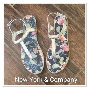 NEW YORK & CO Silver T-strap Sandals size 10